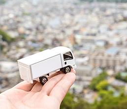 トラックの小さなおもちゃ