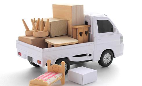 荷物を積んだトラックの模型